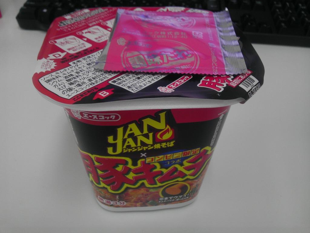 JANJAN焼そば コンビニ限定「豚キムチ味」を食べてみた!