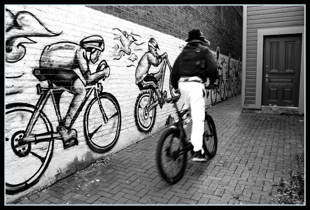 [許すまじ]下見→ヤフオク出品→落札→自転車窃盗→発送 容疑のお笑い芸人に逮捕状
