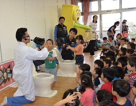 ネーミングをもうちょっと…。災害時トイレを園児に教える博士の名前は?