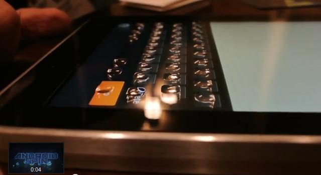 浮き出るスマートフォン用ディスプレイ