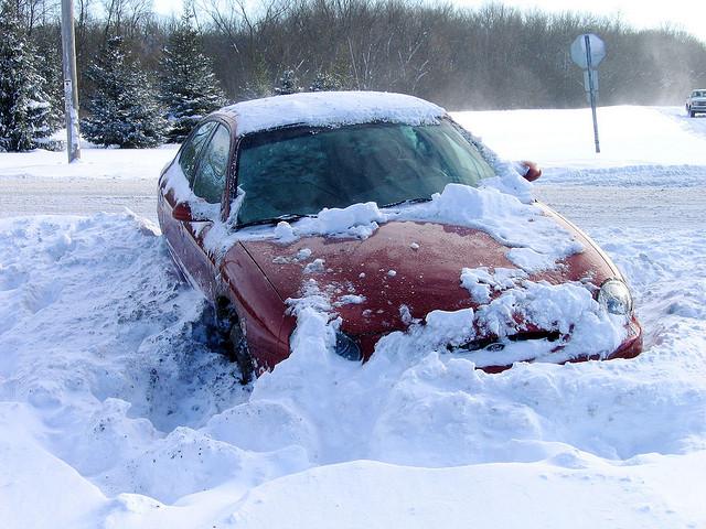 寒波に備えろ!雪道でスタックしたときの対処方法