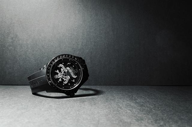 腕時計の概念を覆す「文字盤も針もない腕時計」が登場