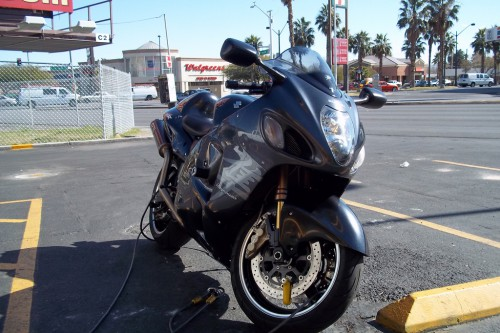 motorcyclessuzukihayabusagsx1300r2-500x333 隼(1,300cc)のエンジンをカプチーノ(660cc)に乗せた動画が凄い