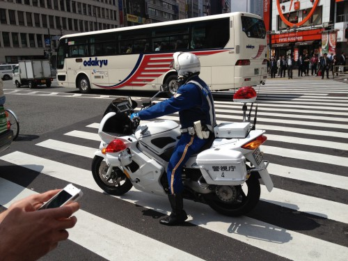 police_bikes_rock_here-500x375 これは燃える!!日本だって負けてない!白バイのデモンストレーション動画