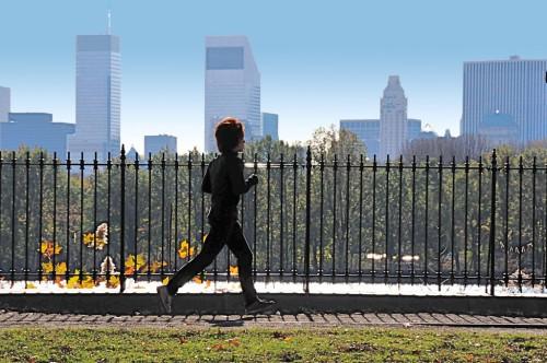 jogging_on_a_bright_november_morning-500x332 抗ロコモとは一体何なんだ?ということで調べてみた